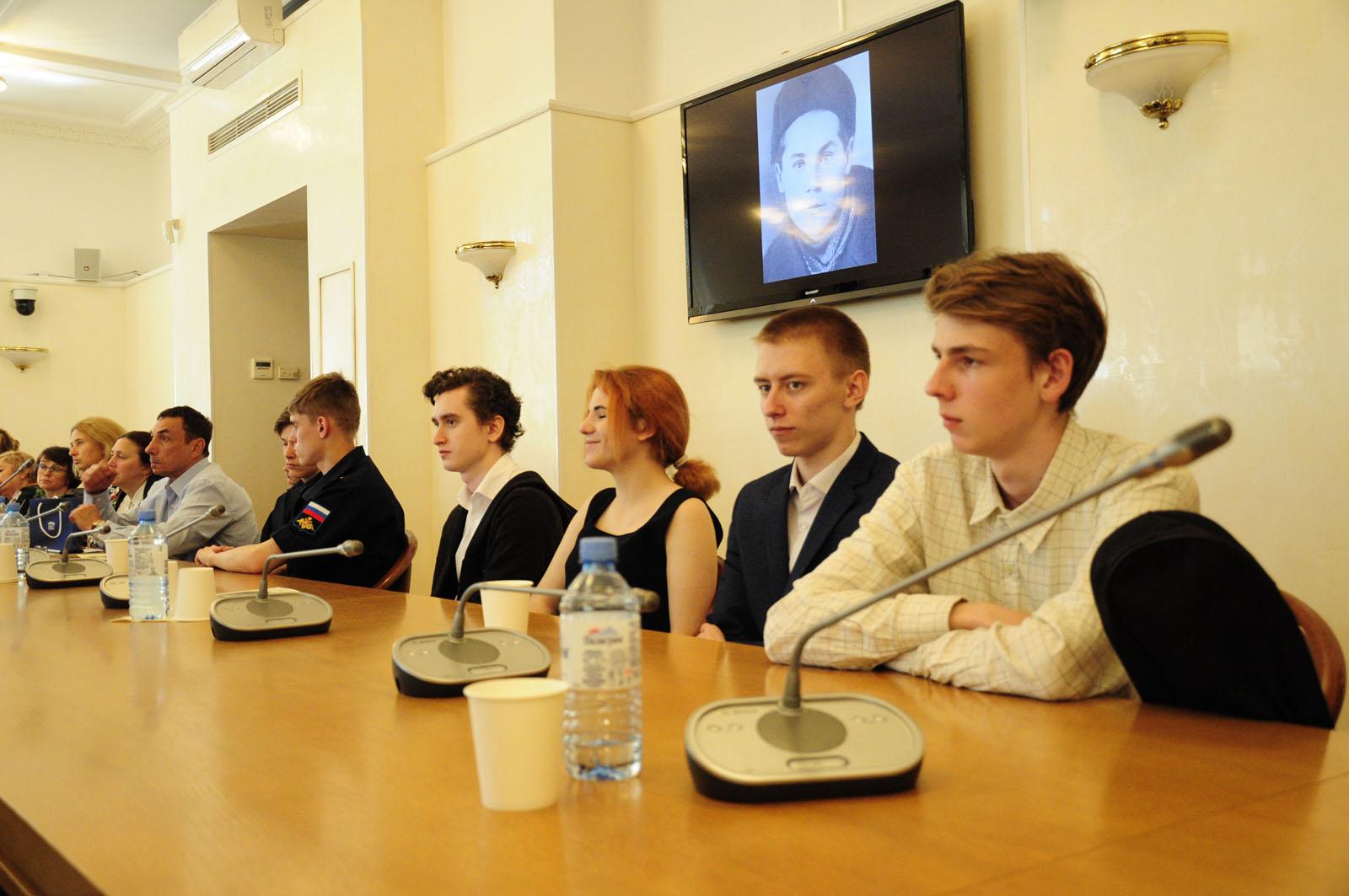 Студенты и преподаватели ДРТИ
