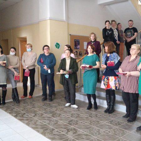 Студенты поздравили преподавателей с 8 марта