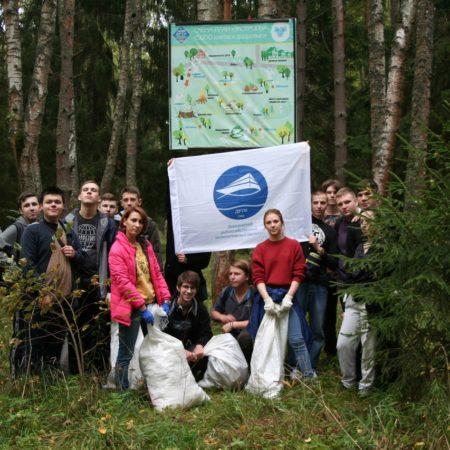 Студенты ДРТИ традиционно проведи субботник на экотропе